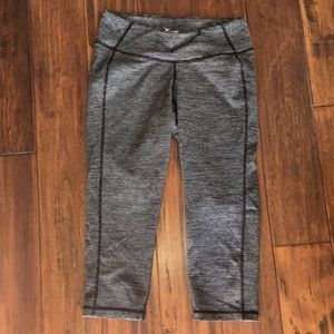 OLD NAVY ATHLETIC Cropped yoga pants